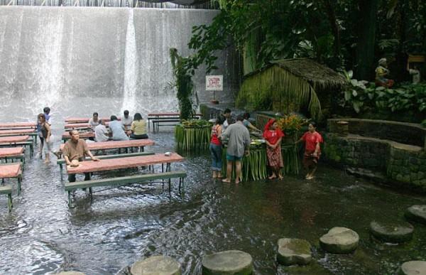ресторан водопад на Филиппинах