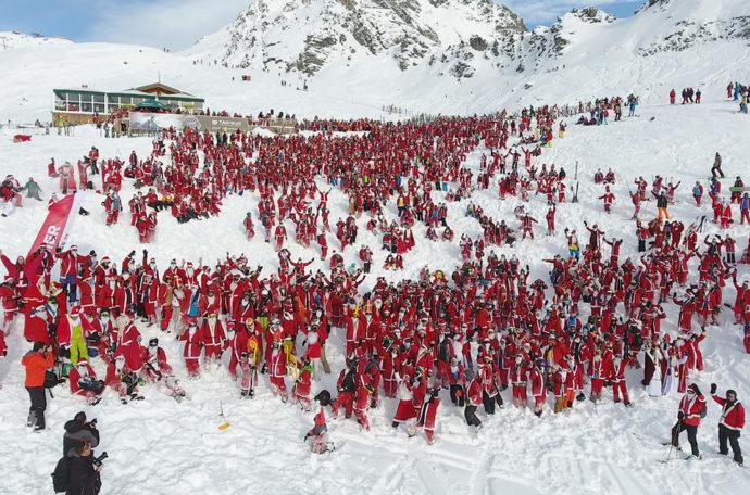 Вербье в швейцарских Альпах,Куда поехать на выходные,Вербье, Альпы, массовый спуск санта клаусов и святых николаев