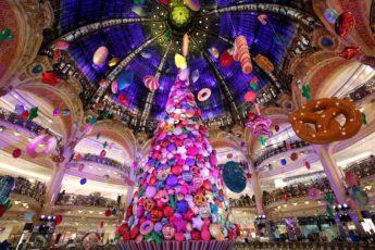 рождественская елка в Париже, необычная рождественская елка, самая красивая в мире рождественская елка, красивая рождественская елка, рождественская елка из воздушных шаров