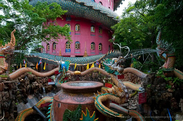 храм гигантского дракона в Таиланде, куда поехать на выходные, достопримечательности Таиланда, что посмотреть в Таиланде
