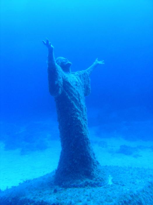 мальтийская статуя Спасителя под водой, куда поехать на выходные, достопримечательности Мальты