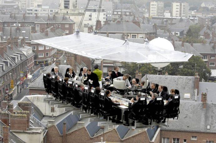 Dinner in the sky, куда поехать на выходные,ресторан в небе, ресторан в воздухе, ресторан в небе в Киеве