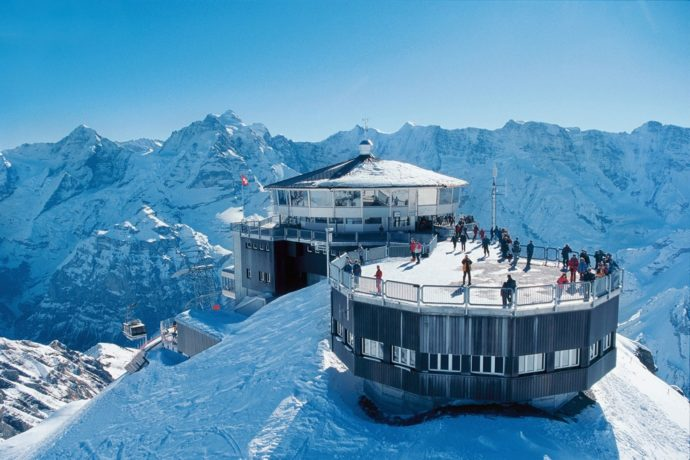 Долина 72 водопадов, Лаутербруннен (Lauterbrunnen) Швейцария, куда поехать на выходные в Швейцарии, куда поехать на выходные в Европе, куда слетать на выходные в Европе, водопад в скале, самая красивая деревня в Швейцарии