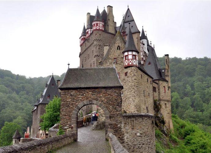 куда поехать на выходные в Европе, куда слетать на выходные в Европу, куда поехать на выходные в Германии, замок Ельц Германия, замки Германии, интересные места Европы