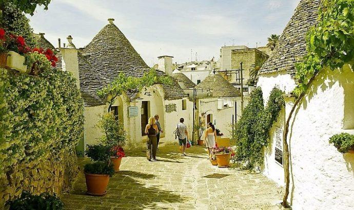 куда поехать на выходные в Италии, куда поехать на выходные в Европу, интересные места в Европе, достопримечательности Альберобелло, фото Альберобелло, как добраться Альберобелло, Альберобелло трулли история