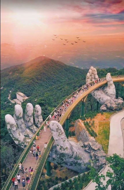 """Золотой мост """"Руки Бога"""" во Вьетнаме,куда поехать на выходные во Ввьетнам, куда поехать на выходные Азия, новый мост Вьетнам Да Нанг, золотой мост Вьетнам, мост руки бога Вьетнам"""