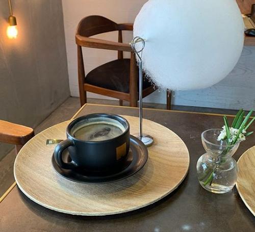 кофе со сладкой ватой, кофе с облаком сладкой ваты, кофе с сахарной ватой, кофе с облаком сладкой ваты, кофе с облаком сахарной ваты