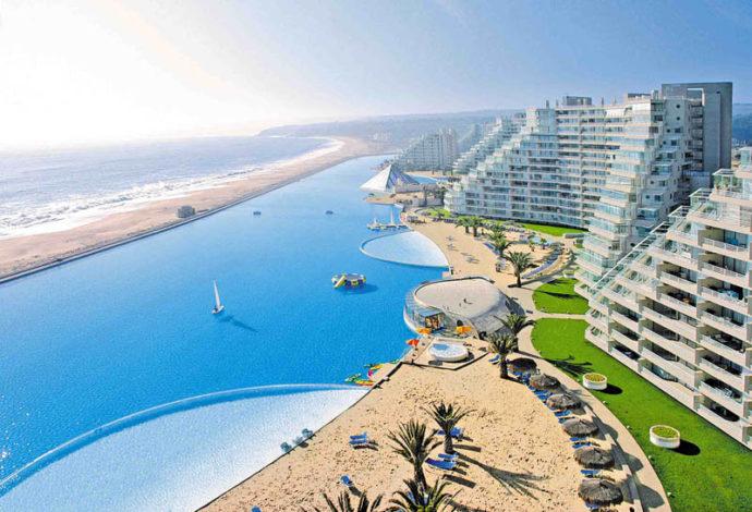 самый большой бассейн в мире, отдых в Чили, отдых самый большой бассейн в мире, самый большой бассейн в мире Альгарробо